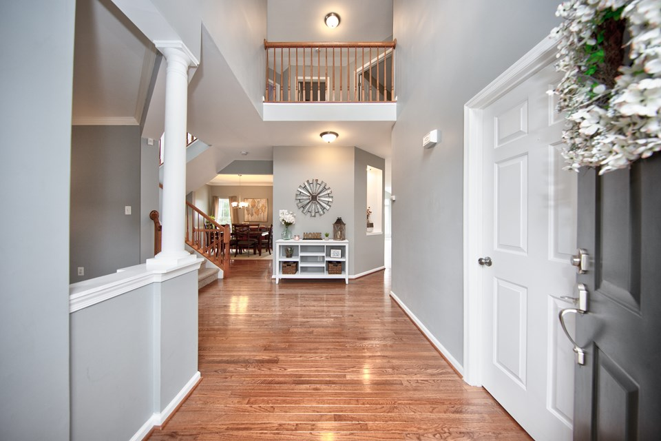 dramatic entryway / foyer