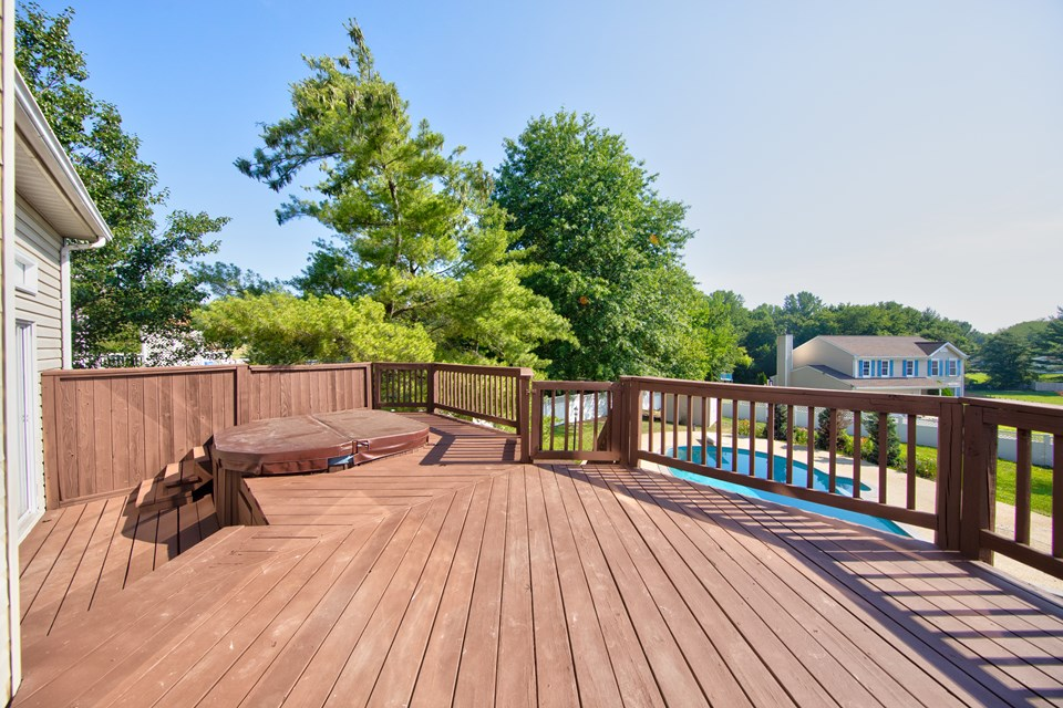 2 tier deck with hot tub