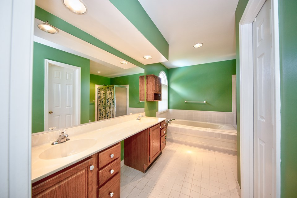 master bath with double sink & soaking tub