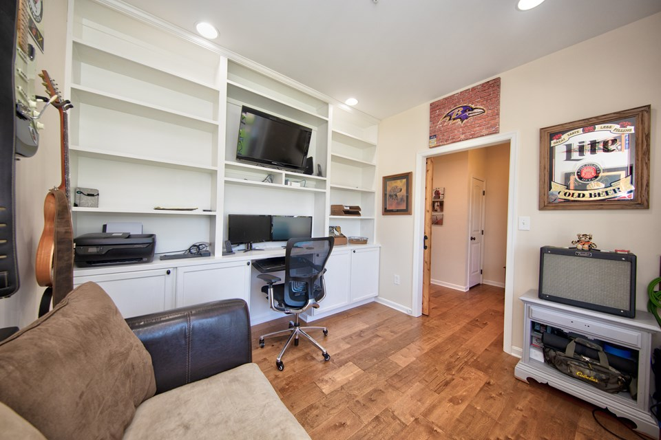 living rm/office with built in shelves