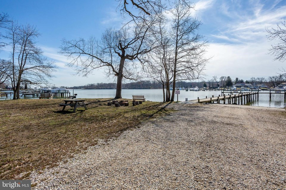 community fishing pier & boat ramp